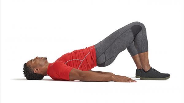10 ejercicios de glúteos para hombres: puente glúteo o puente glúteo