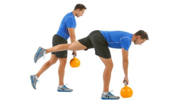 10 ejercicios de glúteos para hombres: peso muerto unilateral para fortalecer los glúteos
