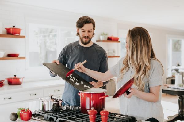Cómo trabajar en casa de manera productiva y eficiente: socialización después del trabajo (edición de cuarentena)