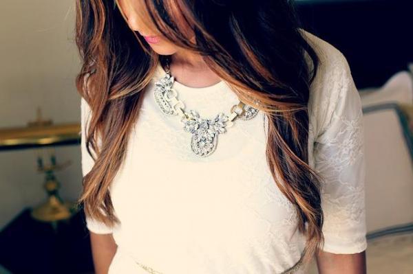 Qué collar usar con qué escote - Collar cuello camisa
