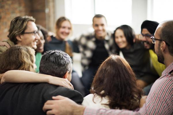 +250 nombres de chat grupales divertidos para amigos - nombres de grupos creativos: para el trabajo