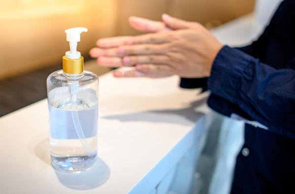 Haga su propio desinfectante para manos con alcohol, peróxido de hidrógeno y glicerina