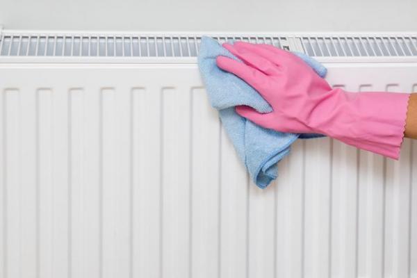 ¿Cómo limpio el polvo de mi radiador?