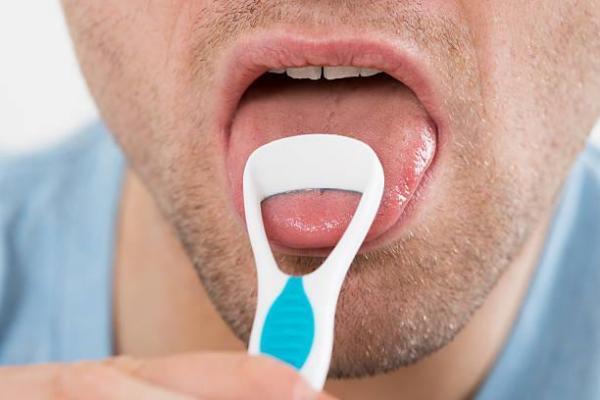 Cómo deshacerse del aliento a cerveza: higiene bucal minuciosa