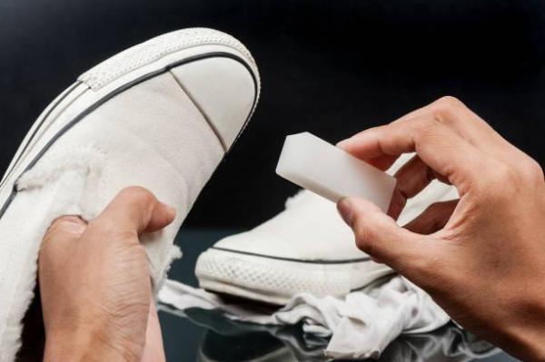 Cómo limpiar suelas blancas en zapatillas de deporte: suelas de zapatillas con lejía en detergente para lavavajillas