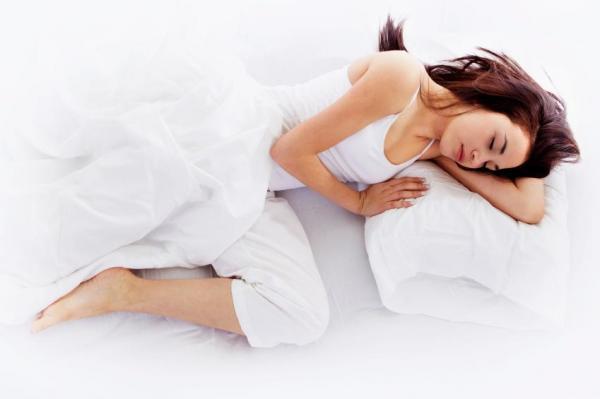Cómo dormir con cólicos menstruales