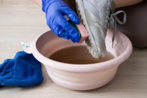 Cómo limpiar suelas blancas en zapatillas deportivas