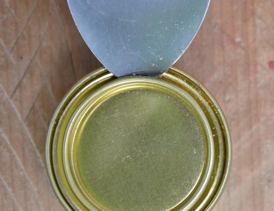 Cómo abrir una lata sin un abrelatas - Cómo abrir una lata con una cuchara