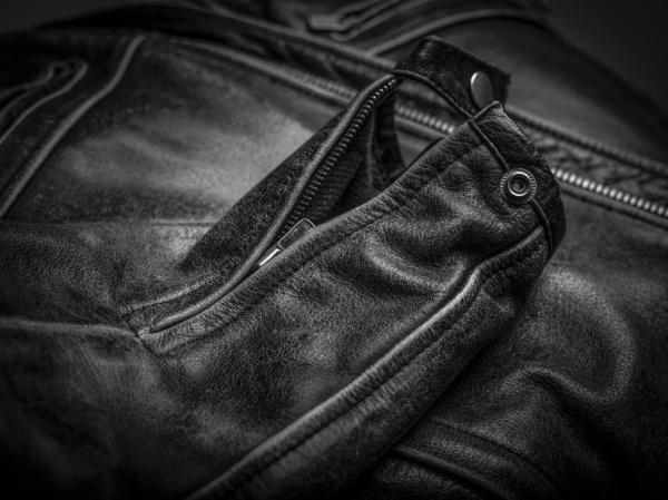 Cómo arreglar una chaqueta de piel sintética pelada - arreglar una chaqueta de piel sintética pelada con aceite de oliva