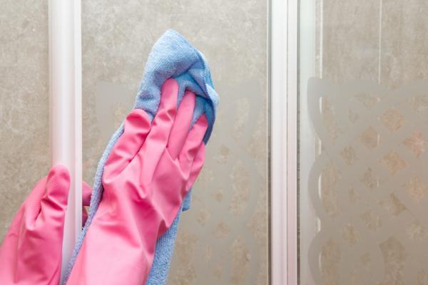 Cómo quitar la cal del vidrio de la ducha - Peróxido de hidrógeno para quitar la cal