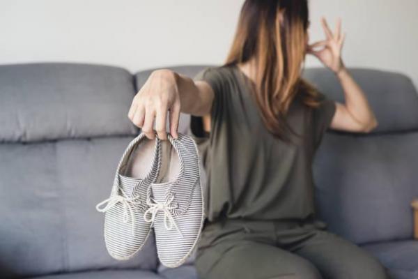 Cómo quitar el mal olor de los zapatos con vinagre