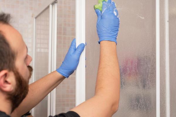 Cómo quitar la cal del vidrio de la ducha