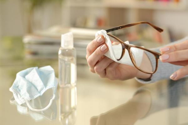 Cómo evitar que las gafas se empañen cuando se usa una máscara: aerosoles y toallitas