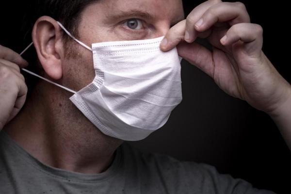 Cómo evitar que las gafas se empañen cuando se usa una máscara: ajuste la máscara con fuerza
