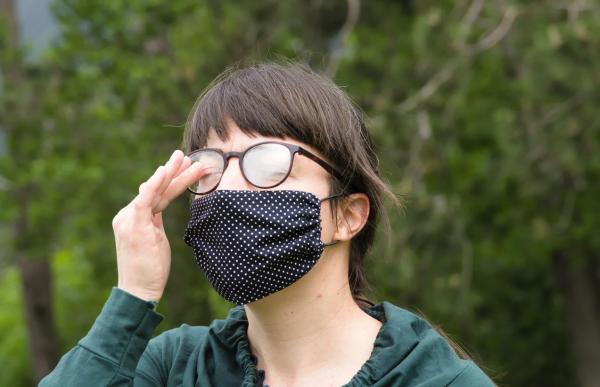 Cómo evitar que las gafas se empañen cuando se usa una máscara