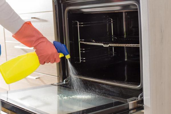 Cómo limpiar la ventana de vidrio de la puerta del horno
