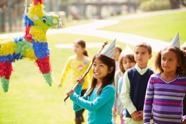 Cómo hacer una piñata con globos - Paso 3