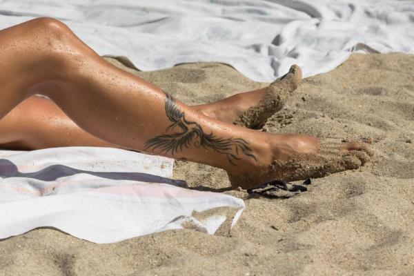 ¿El sol se está desvaneciendo con nuevos tatuajes? - ¿Qué tal exponer un nuevo tatuaje al sol?