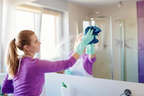 Cómo limpiar espejos sin dejar rayas - limón