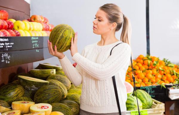 Cómo saber si un melón de Santa Claus está maduro: el peso del melón