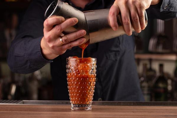 Cómo hacer el cóctel Bloody Mary perfecto - Paso 5