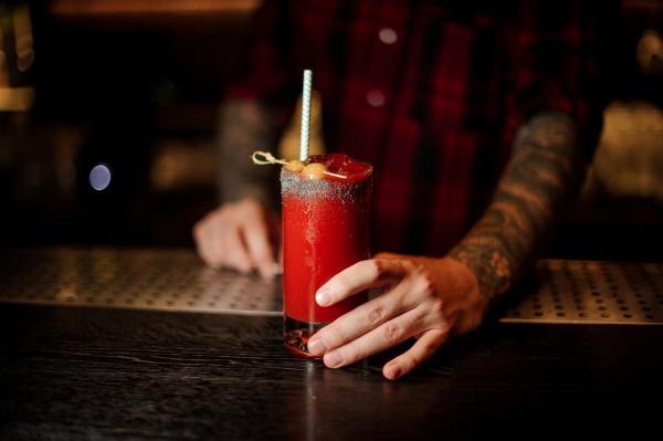 Cómo hacer el cóctel Bloody Mary perfecto - Paso 6