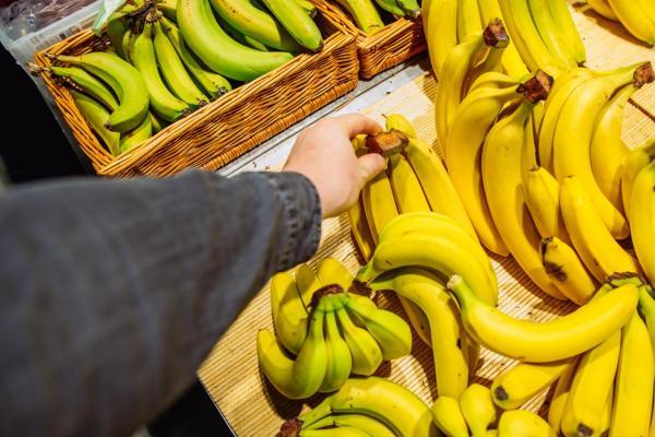 Cómo hacer galletas de plátano con avena y chocolate sin azúcar - Paso 1