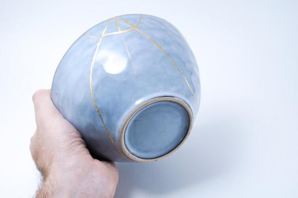 ¿Cuál es la filosofía Kintsugi en cerámica?