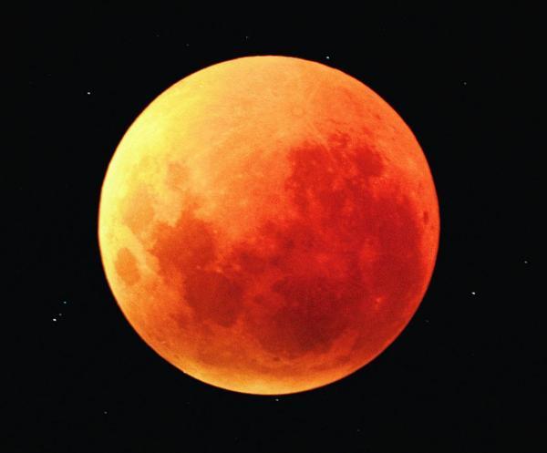 ¿Cómo ocurre un eclipse lunar?