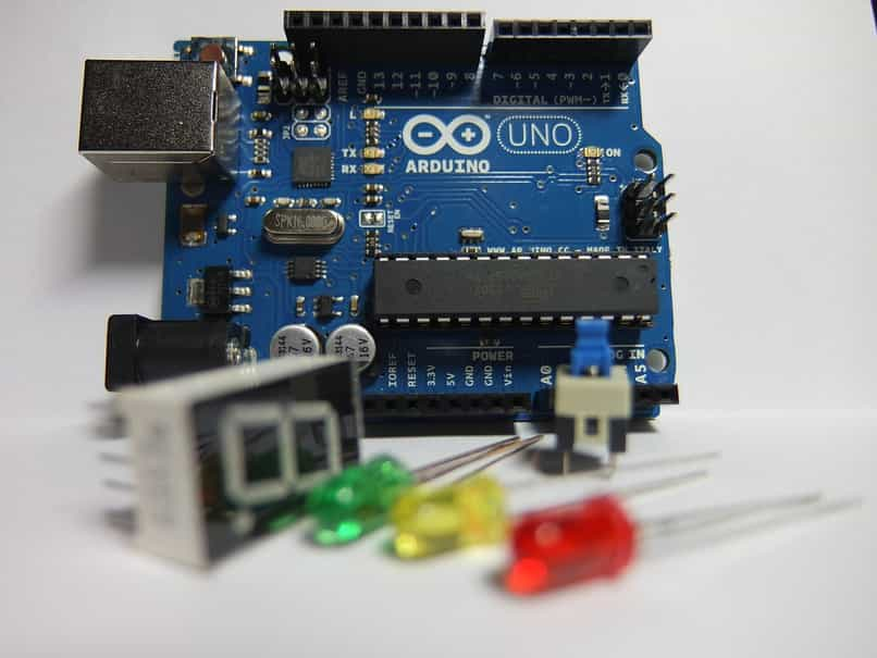 operación del microcontrolador arduino