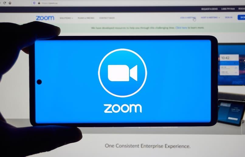 el zoom permanece conectado a la pantalla