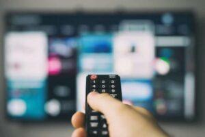 pantalla de televisión inteligente en el logo