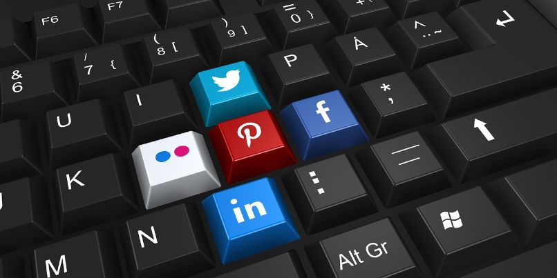 redes sociales facebook amigos