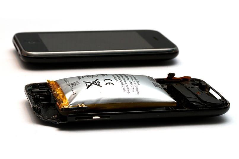 batería móvil hinchada