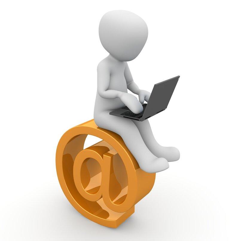 ¿Cómo respondo a un mensaje con un archivo adjunto?