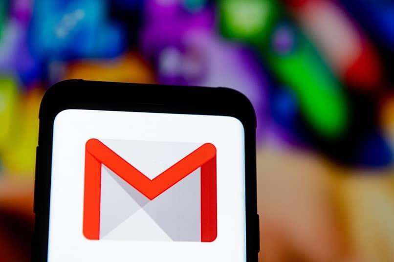 logotipo de gmail con fondo de colores