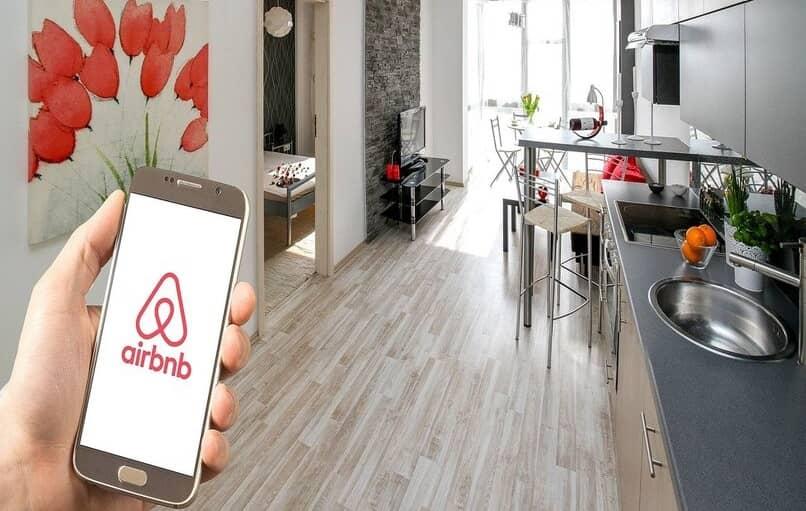 aplicación de alojamiento y airbnb