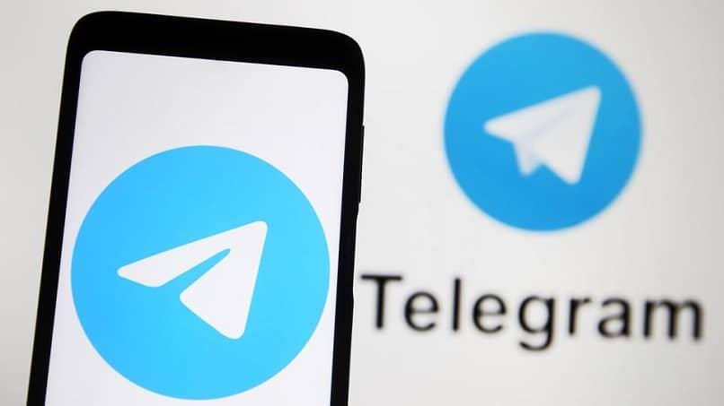 logotipo de telegrama en el teléfono