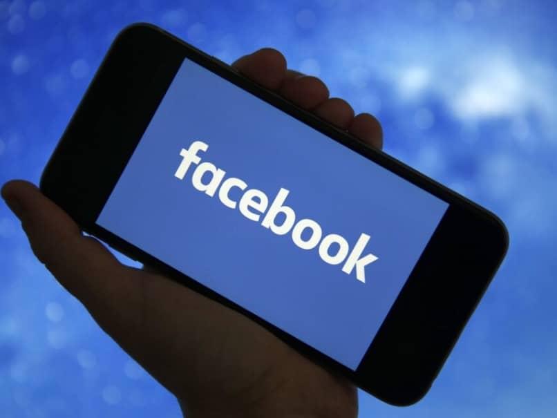 ¿Cuántas cuentas de Facebook tiene una persona?