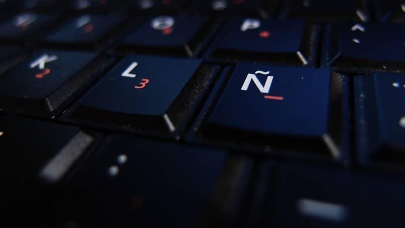 letras del teclado negro