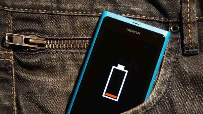 teléfono con batería baja