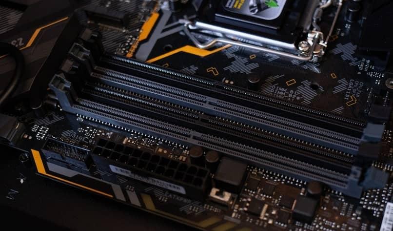¿Para qué sirve un microcontrolador?