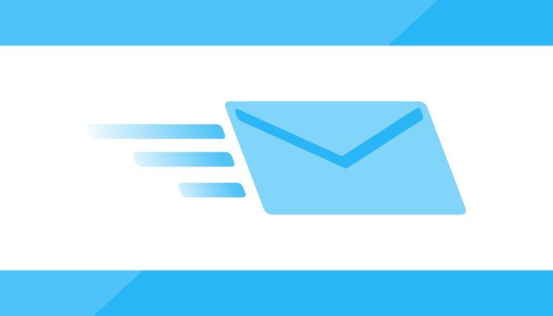 ¿Cómo puedes adjuntar un correo electrónico a otro en gmail?