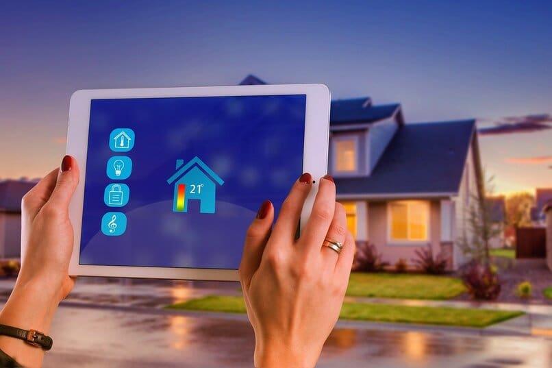 controle su hogar desde el exterior con enchufes inteligentes