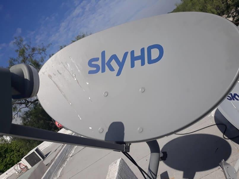 cielo de antena satelital