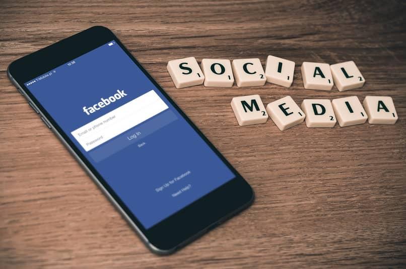 usar facebook en el teléfono