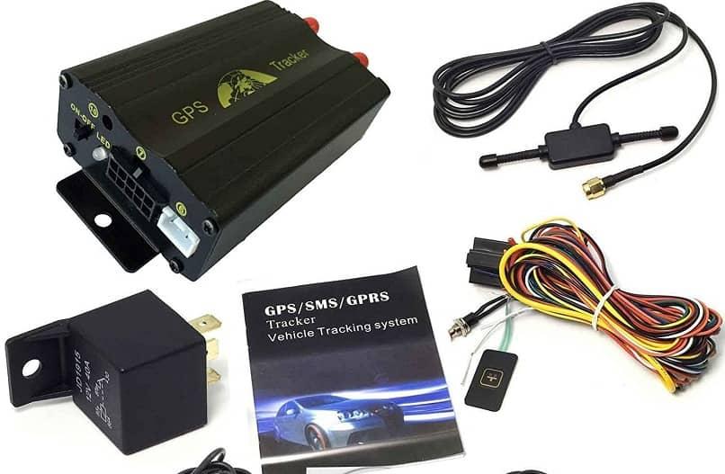 algunos accesorios y cables el rastreador gps 103