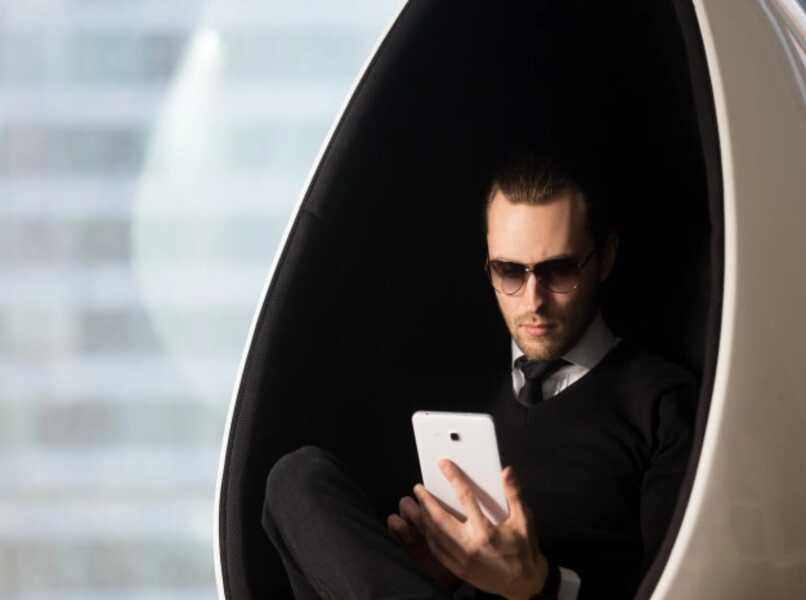 hombre de la tableta