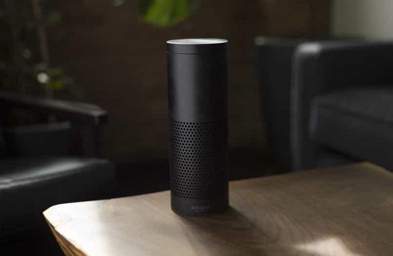 Cómo configurar y usar Alexa en un reloj inteligente Fitbit Versa 2 en solo unos pocos pasos
