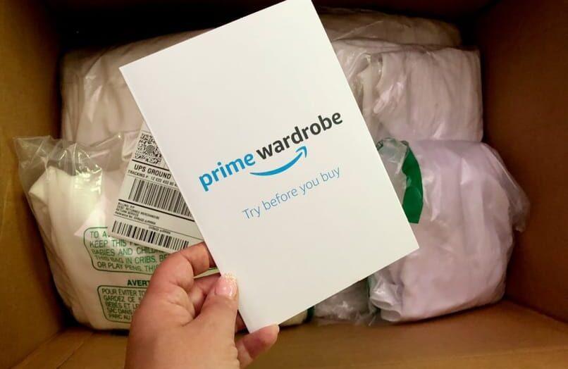 ¿Cómo agrego artículos a mi canasta de guardarropa de Amazon?